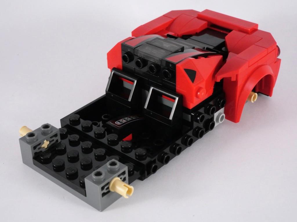 LEGO-Speed-Champions-76895-Ferrari-F8-Tributo-14.jpg
